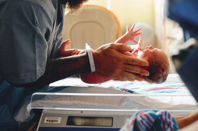 'Epidemia' de cesáreas: mais mulheres no Brasil optam pela cirurgia