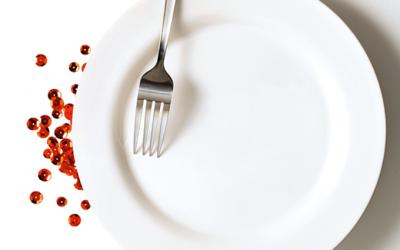 Os alimentos que ajudam a aliviar e até adiar a menopausa